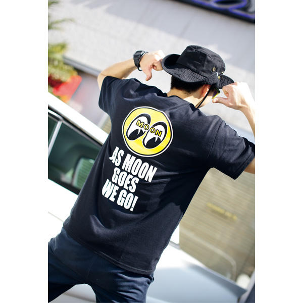 As MOON Goes We Go Tシャツ
