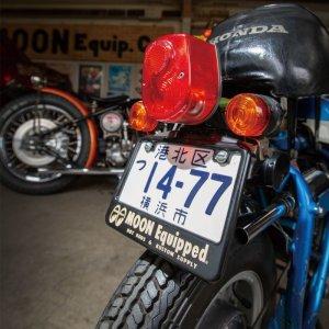 画像1: 【50cc〜125cc】 MOON Equipped ライセンス プレート フレーム for スモール モーターサイクル ブラック
