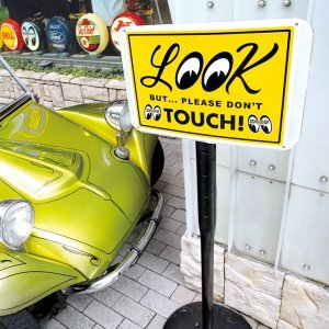 画像: LOOK But Please Don't Touch! プレート